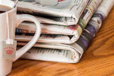 jornal com noticia do assessor de imprensa